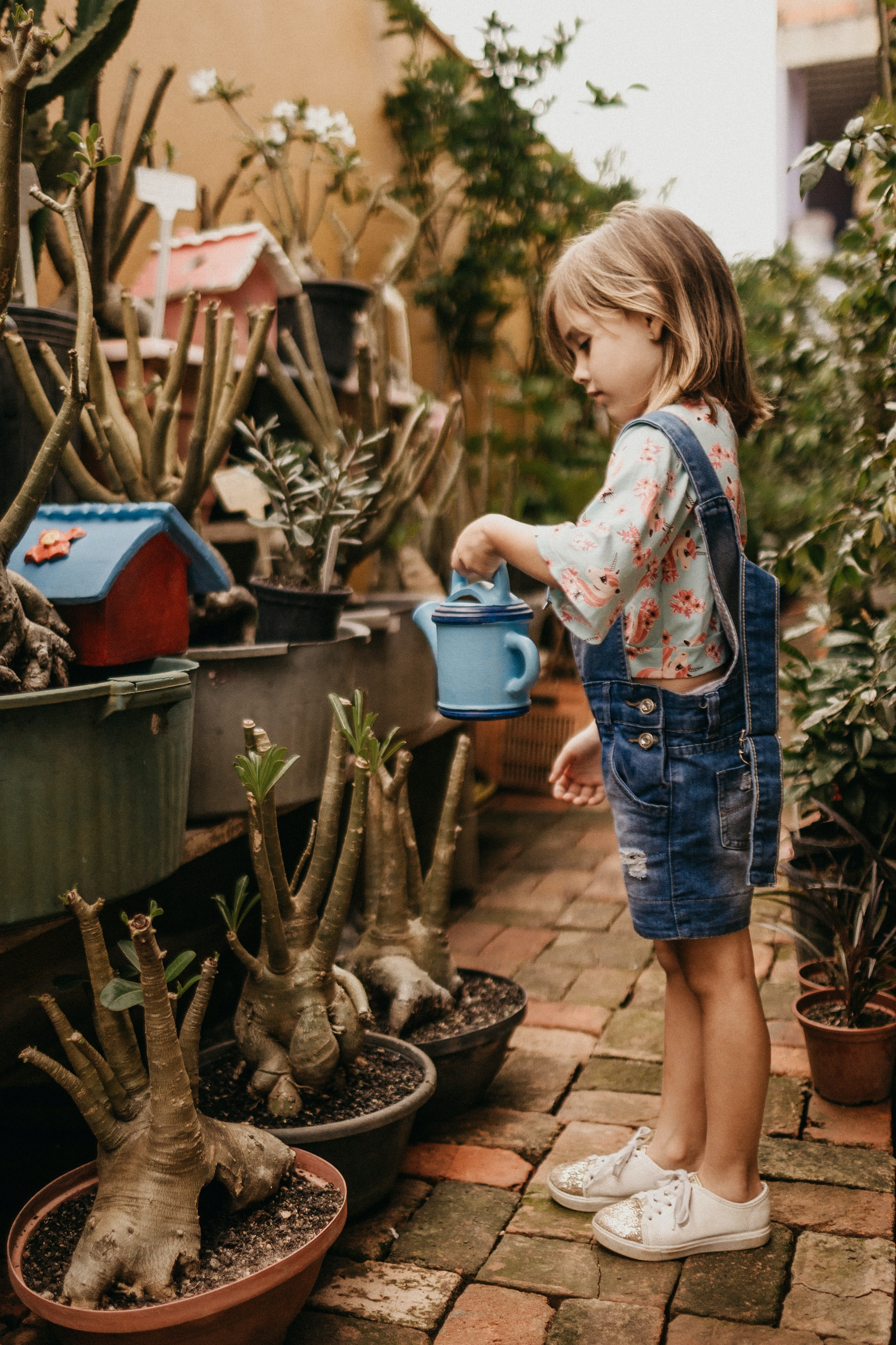 Luk børnene med ind i hverdagens opgaver
